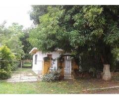 Vendo terreno de 588m ² con vivienda en una zona residencial de Fernando de la Mora