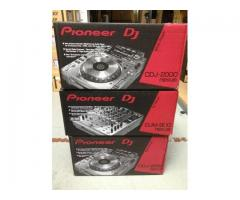 2 x Pioneer CDJ-2000 Nexus & 1x DJM 900 Nexus Mixer + Coffin Case + Headphones