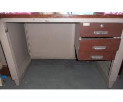 Vendo escritorio de metal