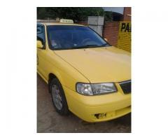 Taxi Nissan Sunny con parada incluida